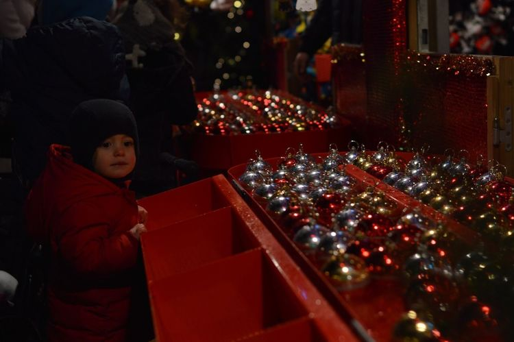 No.101 shot the 3rd December 2016 at 18:58h with the Nikon d3200 and the 50mm f/1.8 lens. (ISO 100 | f/1.8 | 1/100) Photo shot in RAW. Christmas Time! Little Kid Glossy Red Red Dreams Fishing Cold Days Fragility Reflection Fascinating Human Stories To Tell