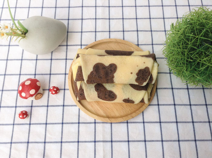 Japanese Roll Crepe Bakery Cake Crepe Crème Dish Milk Roll Sweet Table Wood Plates