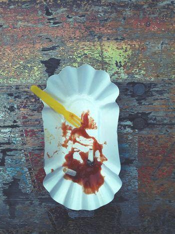 Capture Berlin pommesaschenbecher à la späti Zigarettenstummel Ketchup Späti Berlin Mitte Imbiss Snacking Sternburg Bier Raucherpause Citylife Nightout Feierabend