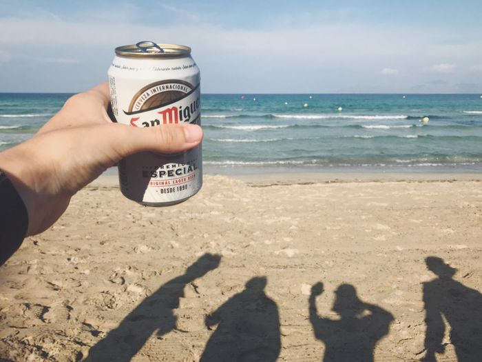 Beer Beer Time Dosenbier Strand Beach Mallorca Beer Can Cerveza Friends Family Shadow Sea Shore Vacations Beauty In Nature Drink Holidays Good Times Beachphotography Beach Life Sand Bier Familie Urlaub Sommerfeeling