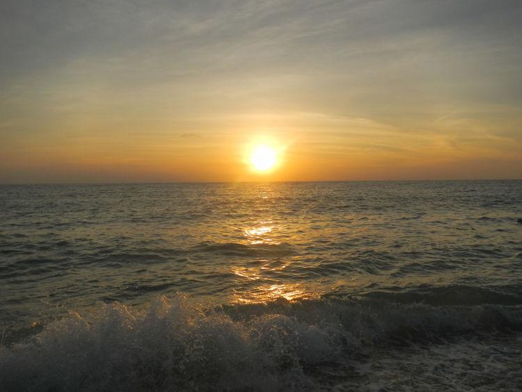 Looking the Horizon Beach Beauty In Nature Learn & Shoot: Simplicity Ocean Okinawa OKINAWA, JAPAN Seascape Skyporn Sunset Sunshine Wonderful Sky Et La Lumière Fut... Sunset #sun #clouds #skylovers #sky #nature #beautifulinnature #naturalbeauty Photography Landscape [