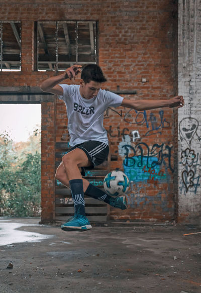 Deutschland Duisburg Fussball German Nikon Action Activity Ball Lifestyles Motion One Person Playing Portrait Soccer Soccer Field Sport