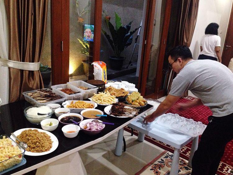Andry memang penata & pengusaha makanan sejati 😂😂 Atmaer's Friends By ITag Bukber Atmaer's 2016