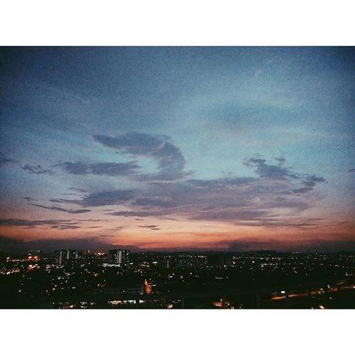我们都把自己变成了混蛋 卻都把自己的伤害最大化。 16042016 Emo Sunset