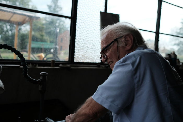 Adult Car Contemplation Day Eyeglasses  Glass - Material Glasses Lifestyles Males  Men Mode Of Transportation One Person Outdoors Real People Senior Adult Senior Men Sitting Transparent Waist Up White Hair Window