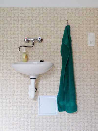Bathroom Domestic Bathroom Indoors  No People Faucet Hygiene Domestic Room Shower Bathroom Sink Day Soup Towel Checkered Checkered Pattern Wash Bowl Water Tap Interior Interior Design Lifestyles Still Life Directly Above Simplicity Simple Light Switch Socket