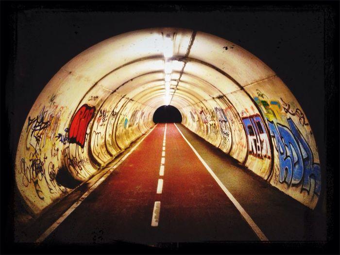 Bide gorri Bike Ride Night Lights Graffiti Light And Shadow