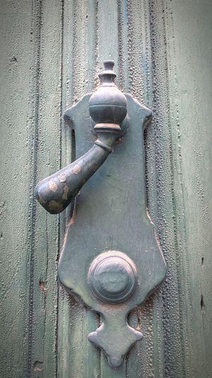 El movimiento... Llamadores Llamador De Puerta Arquitectura Popular Linares Door Metal Close-up Textured  Full Frame No People Day