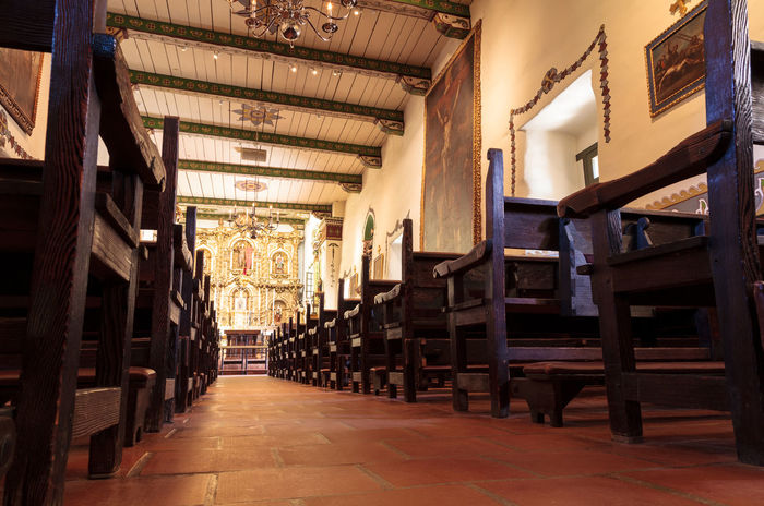San Juan Capistrano, CA, USA —September 25, 2016: Serra Chapel at the Mission San Juan Capistrano in Southern California, United States. Editorial use only. Architecture California Candle Chapel Church Landmark Mission San Juan Capistrano No People Pews Prayer Religion San Juan Capistrano San Juan Capistrano Mission Serra Chapel United States Votive