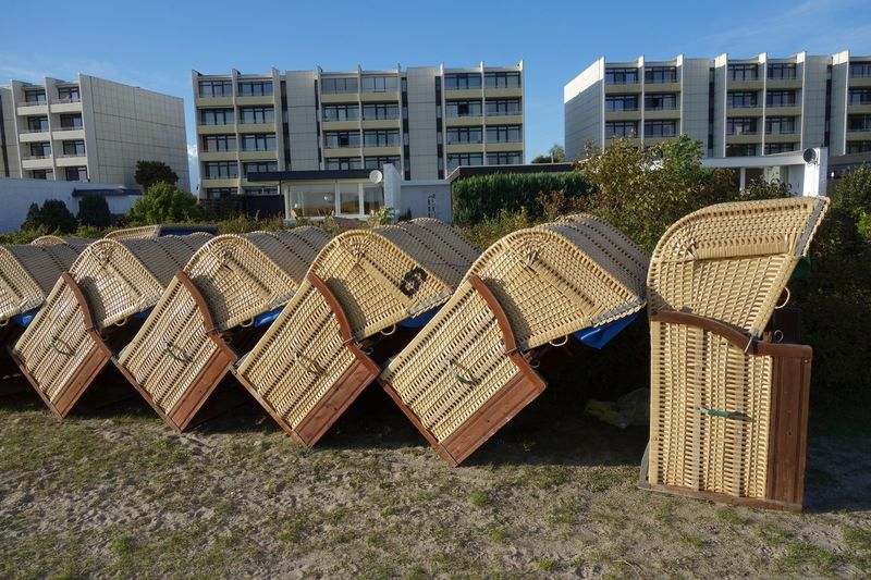 Domino Saisonende Strandkörbe Architecture Day Outdoors Building Exterior No People Built Structure Sky