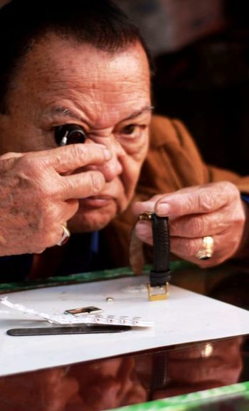 la mirada del halcón es tan precisa con la de un relojero The Portraitist - 2018 EyeEm Awards Human Hand Working Seniors Men Working Senior Adult Senior Men Close-up Instrument Maker Only Senior Men Restoring