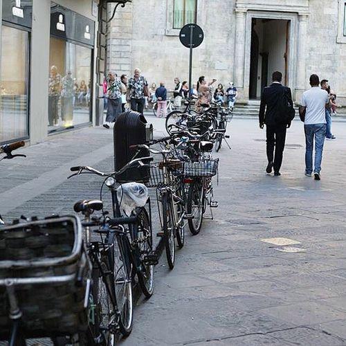 Uno scorcio di Piazza Santa Trinità Florence Details Canon Nofilter