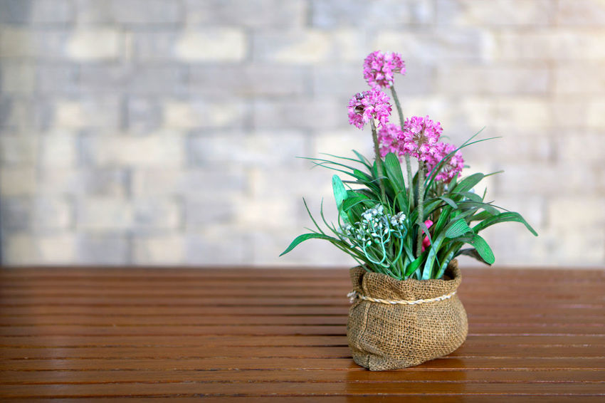 Decor Flower Pot Folwer Home Modern Sunlight Vase Wood Comfortable Decorated Decoration Decorations Decorative Fake Flower Flower Pots Flowers Freshness Home Interior Interior Interior Design Table Vase Decoration Vase Of Flowers Wood Table