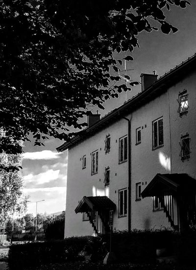'My Hood' B&w B&w B&w Street Photography B&W Collections Light&dark Summertime Afternoonlight Building Exterior Built Structure Architecture Low Angle View Outdoors No People Tree Sky Day Nature OLD Home Oslo Building Exterior Built Structure Architecture Low Angle View Outdoors No People TreeSky Day Nature Urban Urbex Home Sweet Home ❤ Oslo 2017 KJ✨