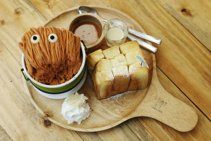 Food Close-up Thaitea Ice Cream Milk Bread Butter Butter Bread Plate Enjoying Life Wood Plates Woodmaterial