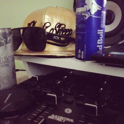 Blacksheeo RedBull Enegy Drink Instinct Control Gold Speakers