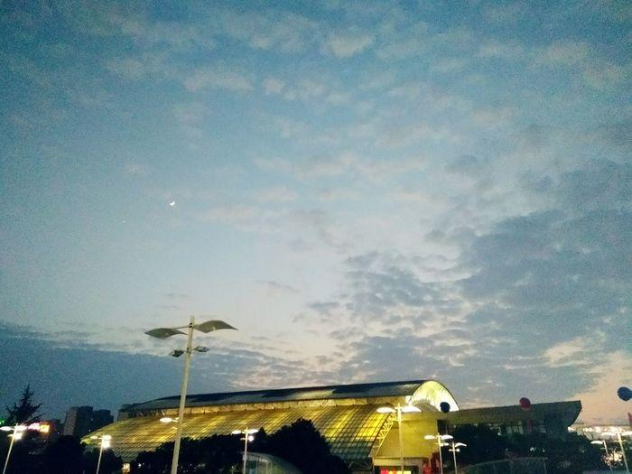 今晚月色很美 MondWolken Himmel