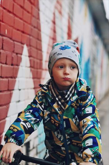 ... City Portrait Looking At Camera Warm Clothing Camouflage Clothing Standing Winter Fashion Attitude Front View Bandana Pirate - Criminal Street Art