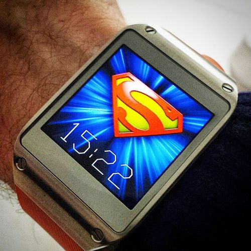 The Original Classic Samsung Gear, with my Custom Superman Watchface SamsungGear Samsung Geargram Classic Classicdesign Superman Supermanmovie Smartwatch Orange Insterlondon Londonlife Londonview London England English Britain British Greatbritain GB Uk