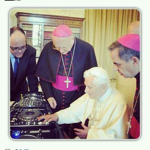 Djing, everybody is doing it now