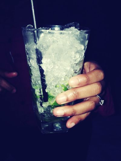 Human Hand Drink Refreshment Drinking Glass Cold Temperature Cocktail Holding One Person Close-up Freshness Tonic Water