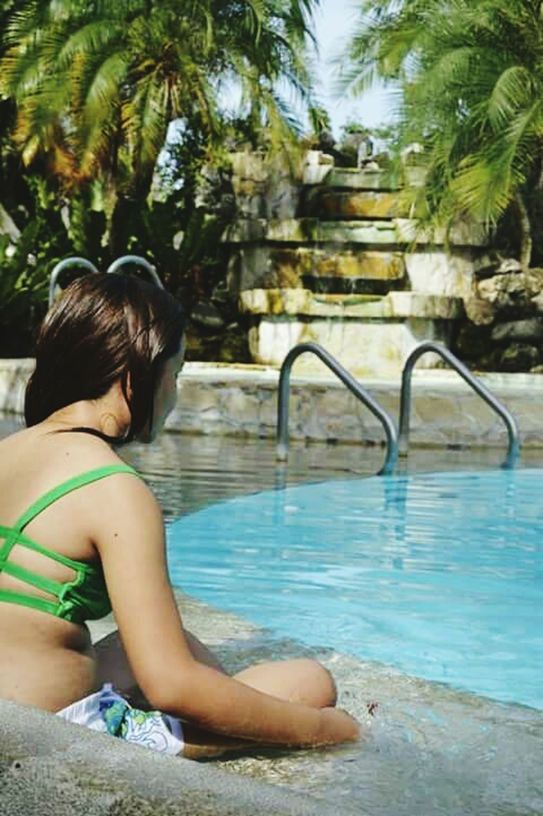 lifestyles, water, leisure activity, tree, swimming pool, person, young adult, enjoyment, young women, sitting, vacations, relaxation, casual clothing, girls, sunlight, full length, childhood
