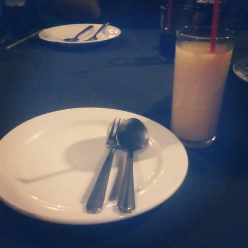 Waiting for my dinner! :) Imays Wednesday Mango Shake food sembreak instalike instapost
