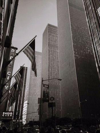 Walk around New York! Radio Music Hall... Great day & vibes ✌️ NY Newyork Newyorkcity Travel Backpacking Adventure Greattime Summer Sun People Holiday Photography NiceShot Takeapicture Rockefeller Rockefellerplaza