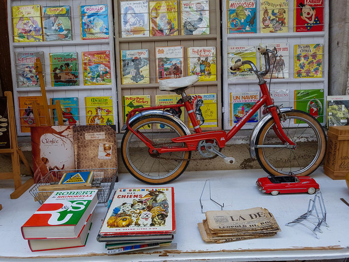 Books Vintage Style Vintage Shopping Antique Shop Art And Craft Bicycle Covers Large Group Of Objects Mode Of Transport No People Vintage