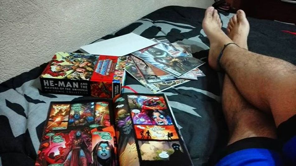 Comics night Night Sundaynight Comics Comiccollector Marvelcomics NewAvengers Geek Geeklife Relax RelaxAtHome Guatemala Mastersoftheuniverse Dudefeet