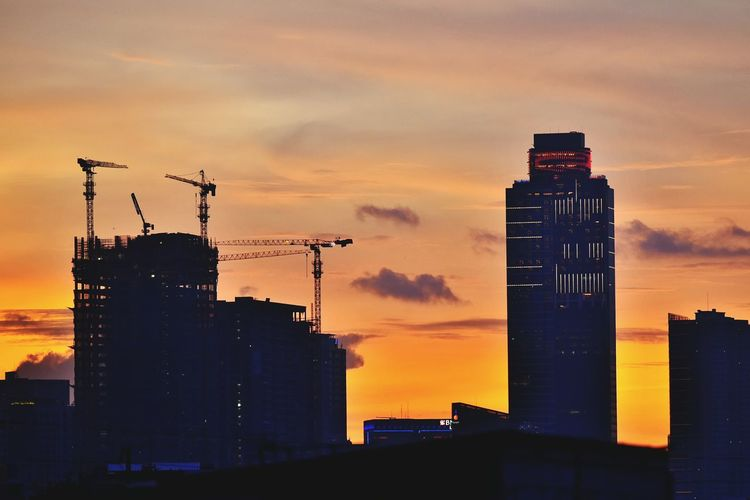 Under Contruction INDONESIA Best Shot Jakarta Silhoutte Siluet Building Build Under Reconstruction Pembangunan Gedung Bangunan Nikon Contruction Arsitektur INDONESIA Best Shot Siluet Sunset Jingga Yellow Senja  SORE Gedung Building Under Silhoutte Buildings Nikon Kontruksi On Top