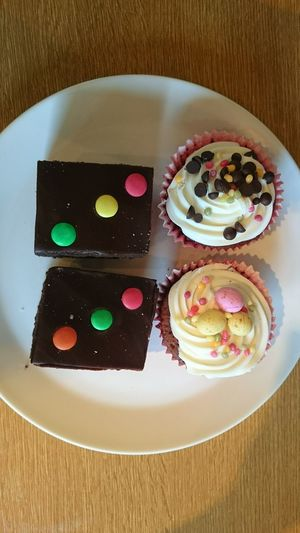 Taking Photos Eating Cupcakes Relaxing Enjoying Life Lovelovelove Happiness Yummy♡ Eat Eat And Eat