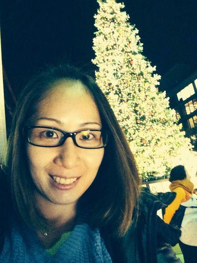 私と東京タワーの下のツリー?