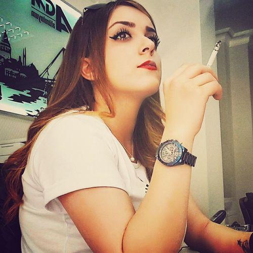 Womanofstyle First Eyeem Photo Make Up Tattoo Coolpic Sigaramındumanınıkıskan Love Istanbullovers Red Lips Work