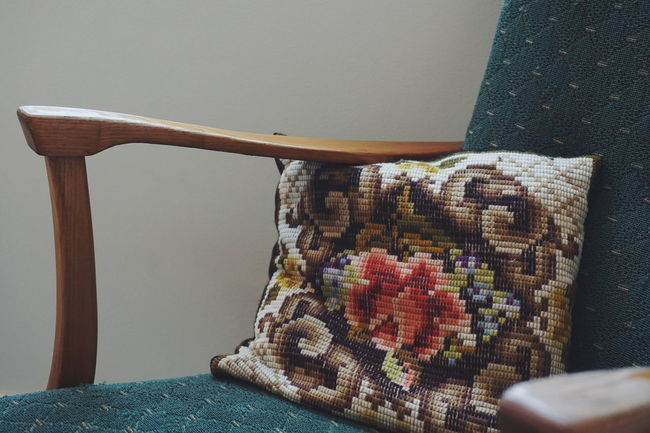 retro style chair and chusion Indoors  Home Interior Textile No People Day Close-up Home Showcase Interior Vintage Oldfashioned Old Fashion Style Pillow Cushion Home Sweet Home Decorating Interior Design Vintage Style Home Furniture Design Retro Style Chair Design Interior Furnitures Retro Styled Retro