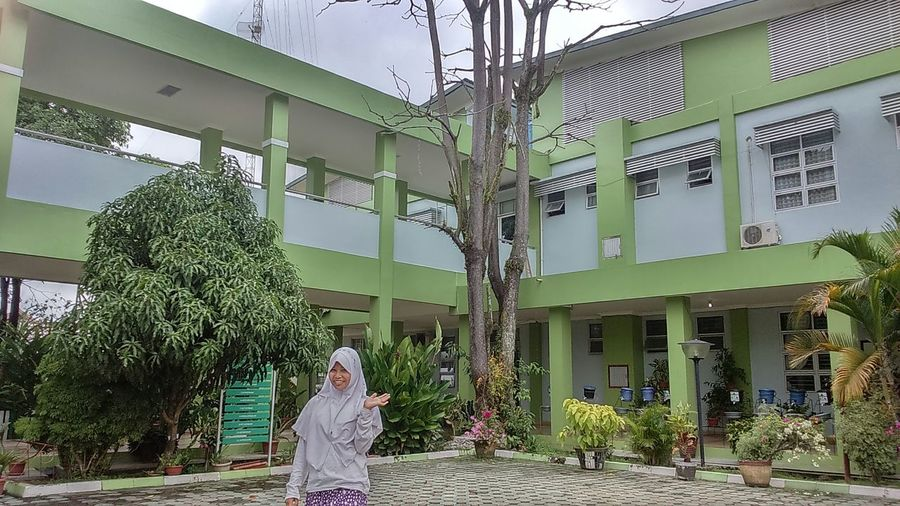 I am on my way to my future. I pray for my best. I love this school and all of them. Sman2 Enjoying Life Before Graduation Happy Sky Collection Examination UN Taking Photos When I Should Be Studying/Working Hijabfashion Hijab Style Live, love your life!