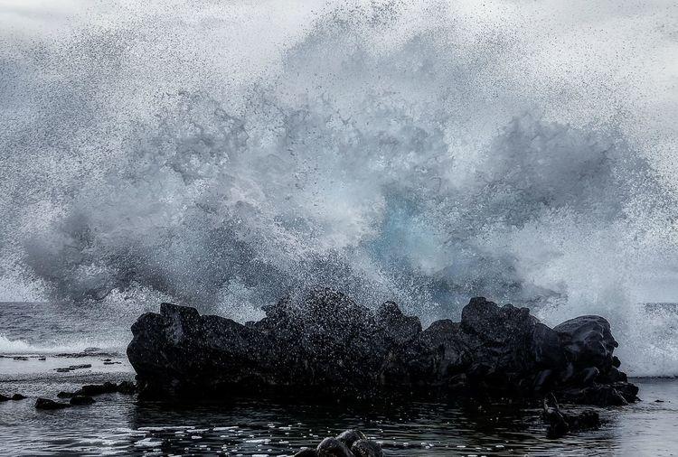 la beauté dans la violence des éléments Chile Chile♥ Explosion Karl Girardet KGphotography Landscape Moai Rapa Nui National Park Sea Water Waves île De Paques Break The Mold