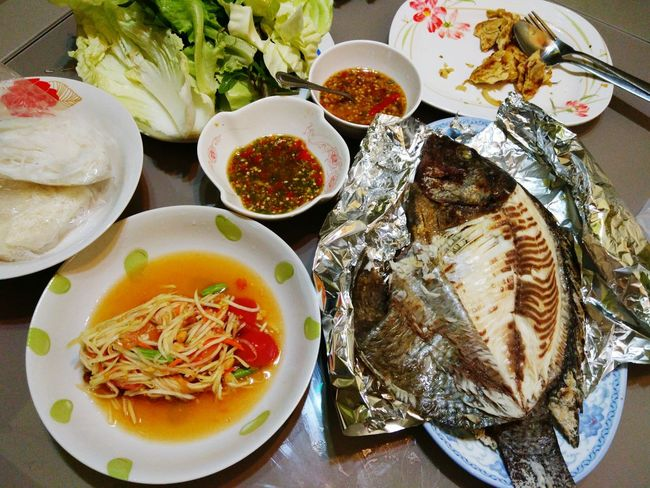 Food Freshness Food And Drink Ready-to-eat Serving Size Plate Table Healthy Eating Still Life Indoors  Soup No People Indulgence Bowl Appetizer Temptation Healthy Lifestyle Meal Cooked Serving Dish เมี่ยงปลาเผา ส้มตำแซ่บๆ ปลานิลย่าง