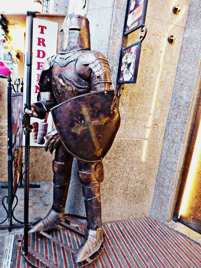 Have a wonderful tuesday🙋♀️knight amor City Impressions Bratislava Knightsarmor Ritterrüstung For My Friends😚 Love It👻 Bratislover🤗 Simple Beauty Decoration Love It❤ Lucky Me Built Structure Day Real People Indoors  Architecture One Person City