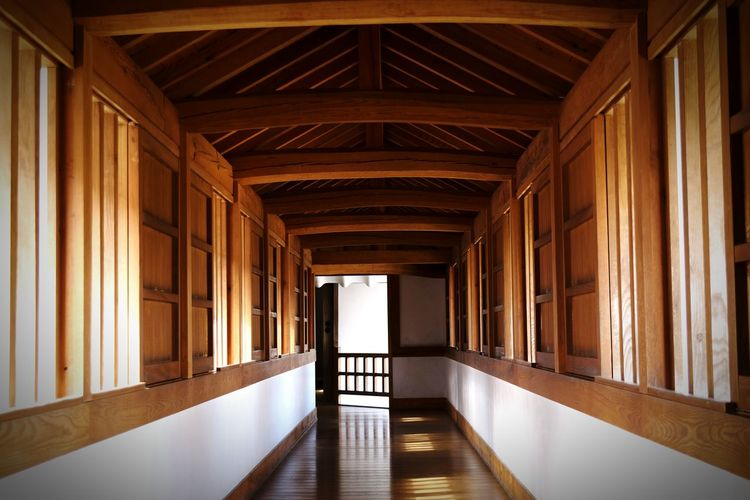 Empty corridor at himeji-jo castle