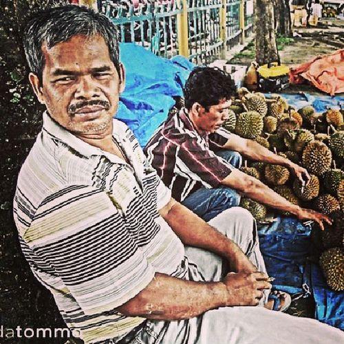 Menunggu pembeli yang tak kunjung datang. Art Photography Marketstory Pekanbarusuburban Streetphotography Market Street Pekanbaru Udatommo