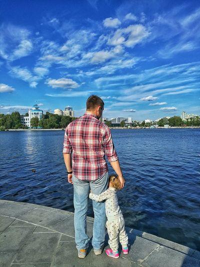 Екатеринбург городской пруд папа и дочь лето набережная семья прогулка Выходные день солнце First Eyeem Photo