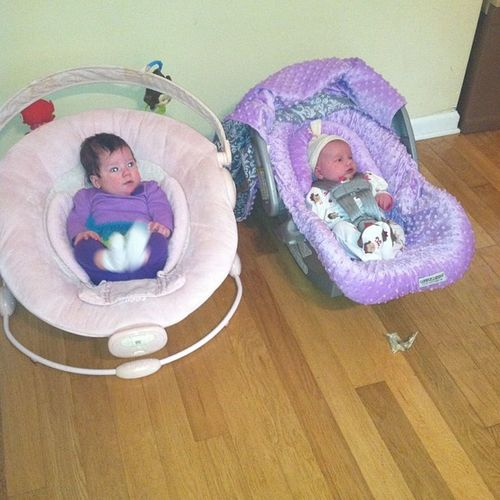 The cousins met for the first time today. So cute. @averysmommy_916 Babiesbabiesbabies Cousins  Futurebffs