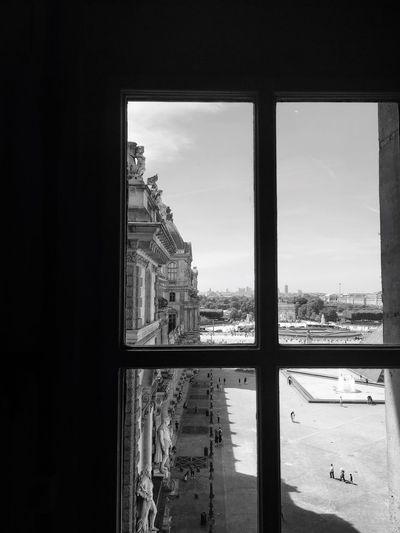 Au Louvre, les collections les plus remarquables s'observent à travers les fenêtres. Window Architecture Built Structure Haussemann Immeuble Parisien Building Exterior Sky (null)Indoors  Day Cityscape City Noir Et Blanc Black And White Noiretblanc Blackandwhite