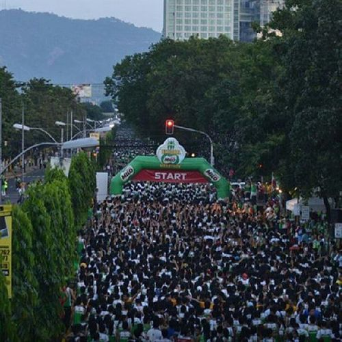 22k plus runners for the national milo marathon cebu leg. Only a milo marathon could gather crowd this big. Wow! Credits to the photographer! Nationalmilomarathon Halfmarathon Cebulegmilo Milo running run runners sports