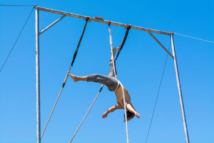 Trapeze Trapezist La Coruña Blue Sky Climbing Strength Moments Sunny Day☀ Attractions Details