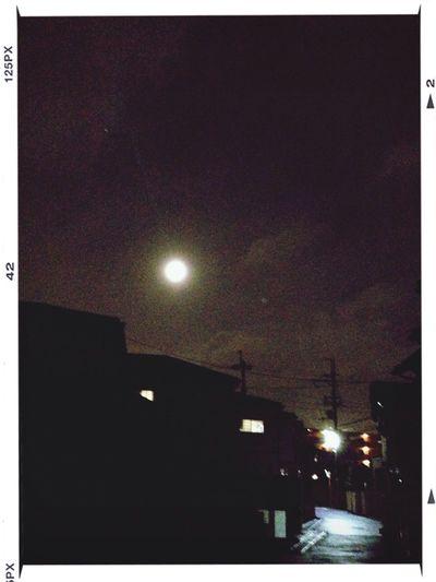 月が丸い。 Moon Light And Shadow
