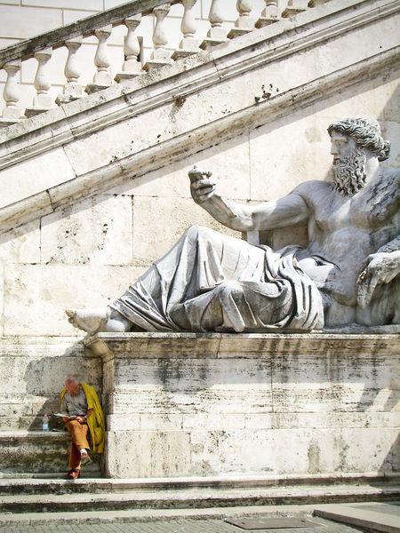 """All'ombra dell ultima statua""- Roma Streetphotography Roma Italy Architecture"