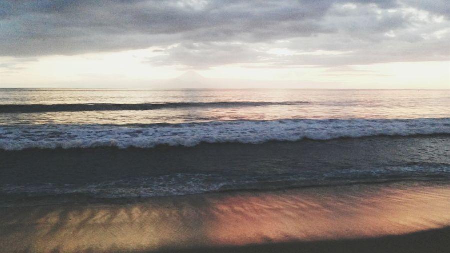 Vitamin sea at Senggigi Beach . Sea Horizon Over Water Scenics Water Sunset Beach Tranquil Scene Tranquility Beauty In Nature Idyllic Wave Shore Seascape Nature Vacations Majestic Cloud - Sky Non-urban Scene Sky Summer