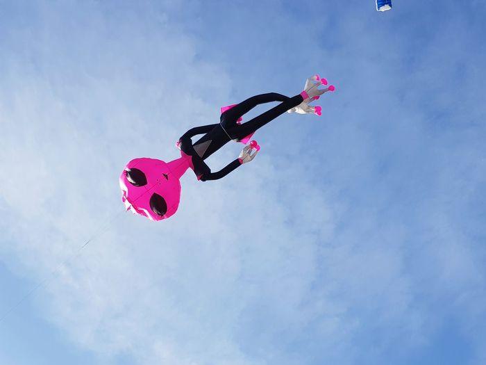 """extraterrestre portami via! """"coloriamo i cieli"""" Lake Kite Castigliondellago Umbria, Italy Coloriamoicieli Extraterrestre Fly Pink Color Arts Culture And Entertainment Sky"""